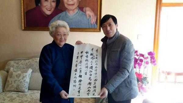 于江为徐邦达夫人滕芳女士创作光影平面油画肖像