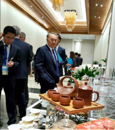 汪成琼大师创作的《日月同辉》被选为G20峰会各国元首专用紫砂壶