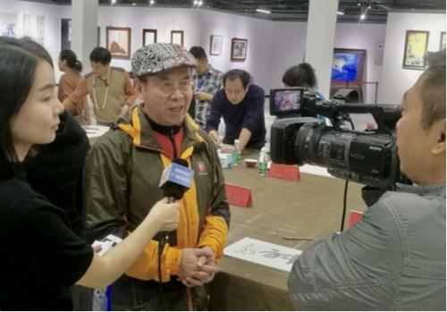 书画篆刻瓷艺大家华奎教授应邀亮相2017景德镇国际瓷博会开幕式