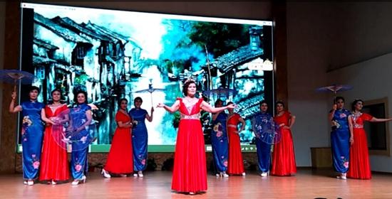 舞动丰台――丰台体育舞蹈协会模特分会百人旗袍汇演在京举办
